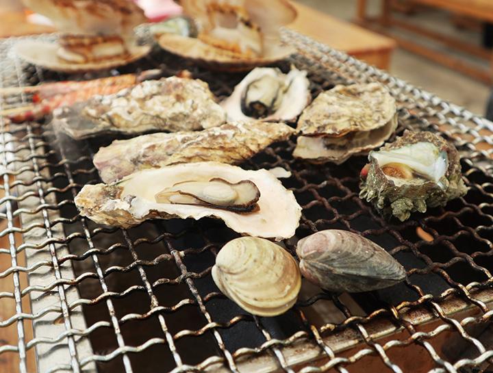 糸島の風物詩、牡蠣小屋