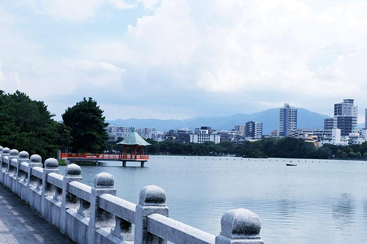 大濠公園は大きな池がとても特徴的