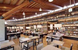 武雄市図書館で本と過ごす旅